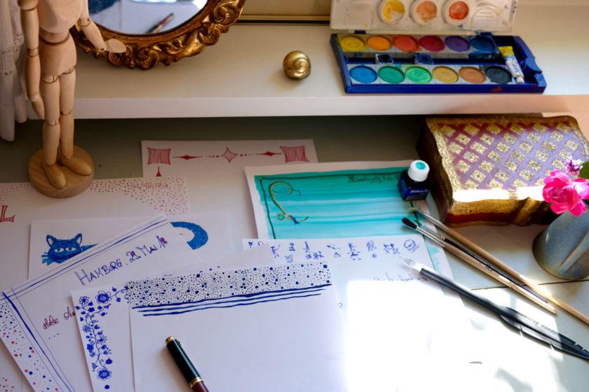 Schreibplatz mit Briefen