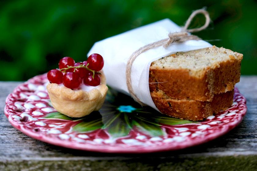 Tipp fürs Picknick: Zucchinibrot und Mini-Fruchttörtchen