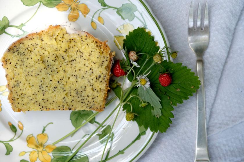 Stück Zitronen-Mohnkuchen