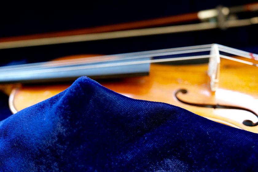 Blauer Samt im Geigenkasten