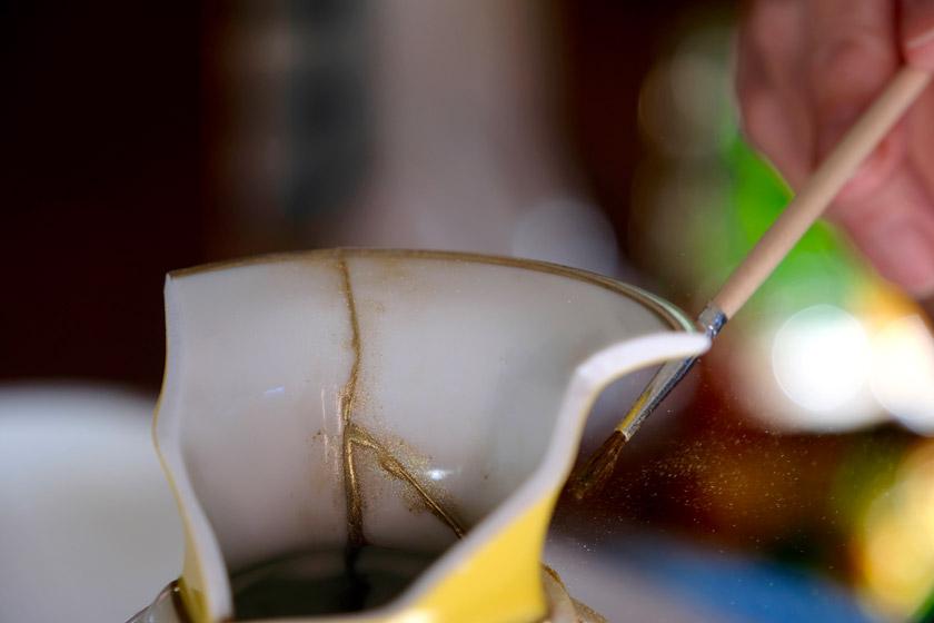 Kintsugi - wenn Keramiknarben zu Goldspuren werden