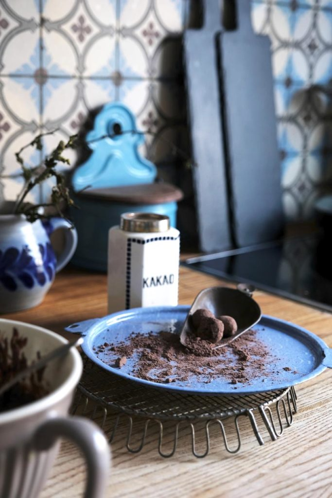 Schokoladentrüffel mit Kakonibs zum Selbernaschen oder als süßes Mitbringsel. Ein tolles Rezept für alle Schokoladenliebhaber!