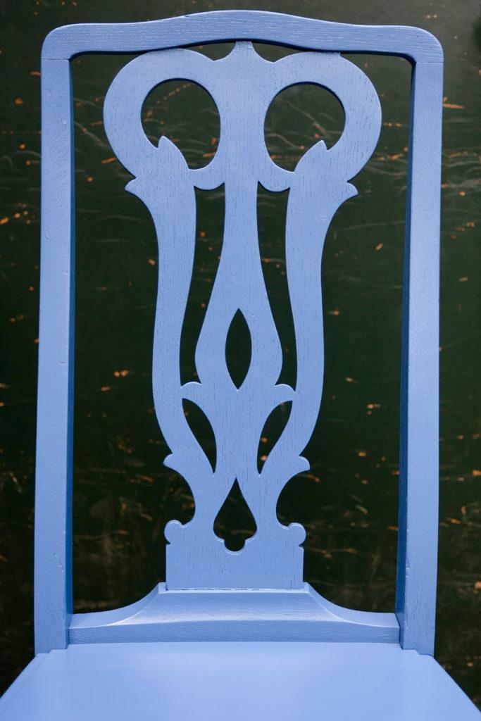Farbinspiration - Blau, du Schöne. Vergissmeinnicht-Blau für einen antiken Eichenstuhl