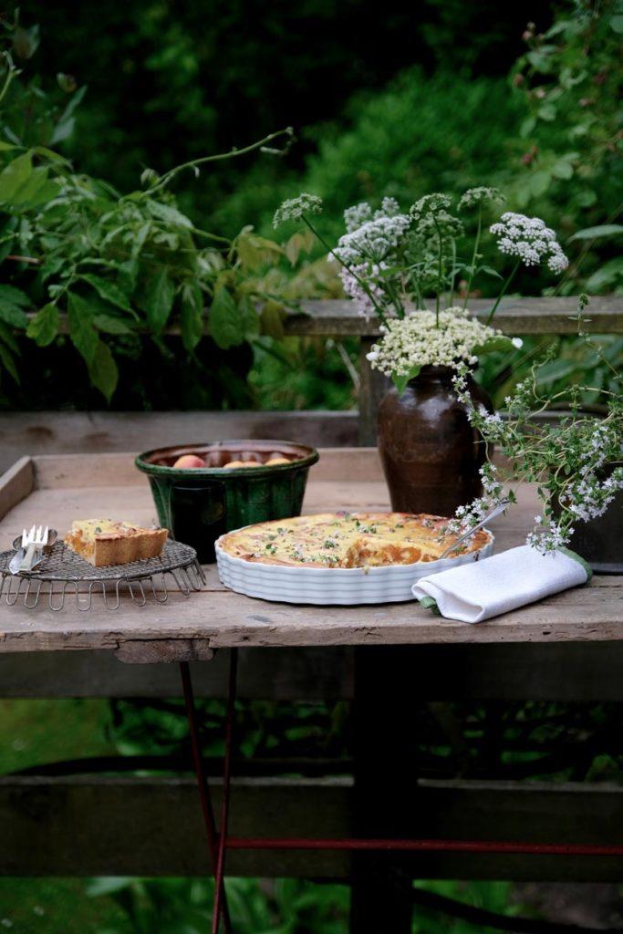 Ein Sommertag mit saftiger Aprikosen-Tarte, verfeinert mit Thymian.