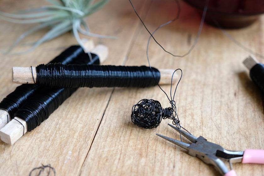 DIY - Tillandsien -Halter aus Draht in Figurinenform