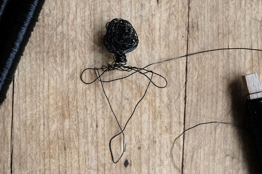 Figurinen aus Draht gewickelt als Halter für Tillandsien