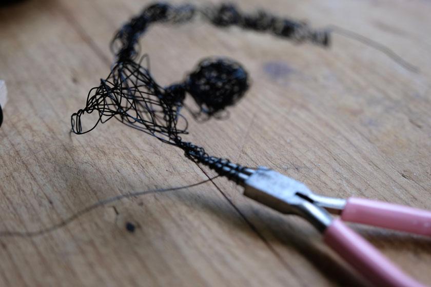 Tillandsienhalter aus Draht in Figurinenform, DIY