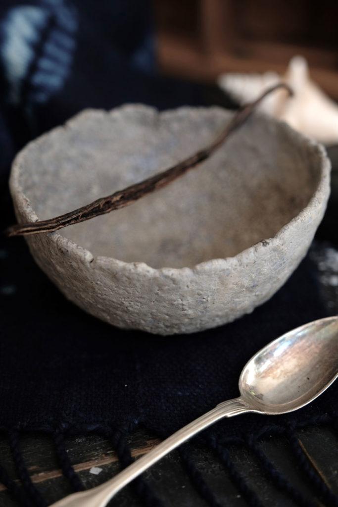 Keramikschale zum Anrichten des Vanilleparfaits