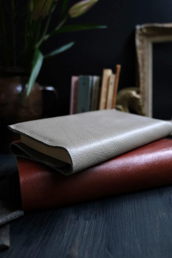 In Leder geschlagene Bücher: geschützt und wunderschön