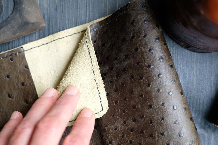DIY mit Leder: Buchumschläge