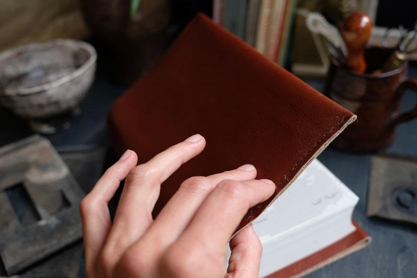 Handschmeichler: Buchhüllen aus Leder. Ein DIY-Projekt.