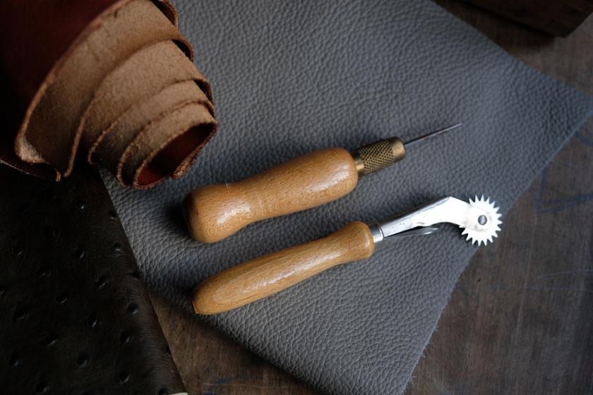 Stechahle und Standard zum Arbeiten mit Leder