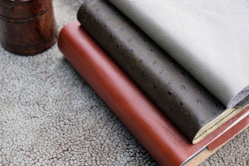 DIY: Buchhüllen aus Leder – Schutz und Schönheit