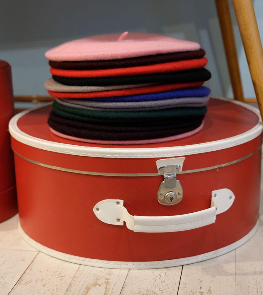 Tragt mehr Hut. Mützen bei Rotkäppchen designs.