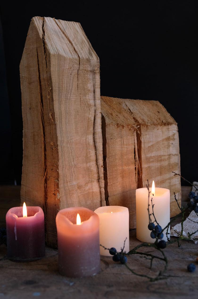 Weihnachten: Kirche aus Kirschholz