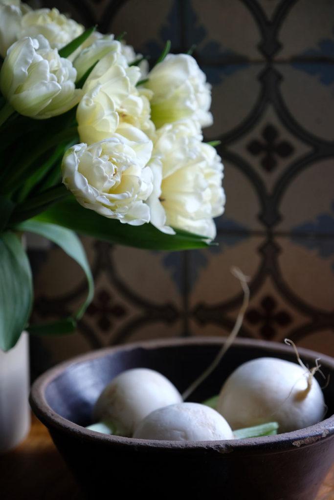 Gefüllte Tulpen – Dekorationen in Winterweiss