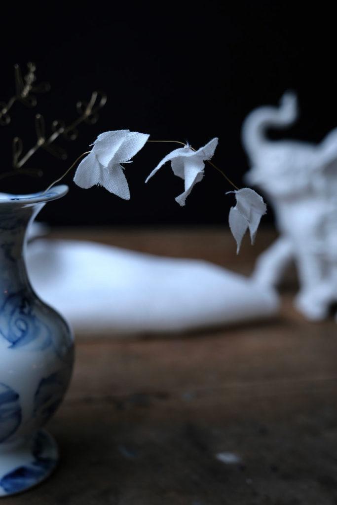 Weiss wie Schnee – Blüten aus Draht und Stoff