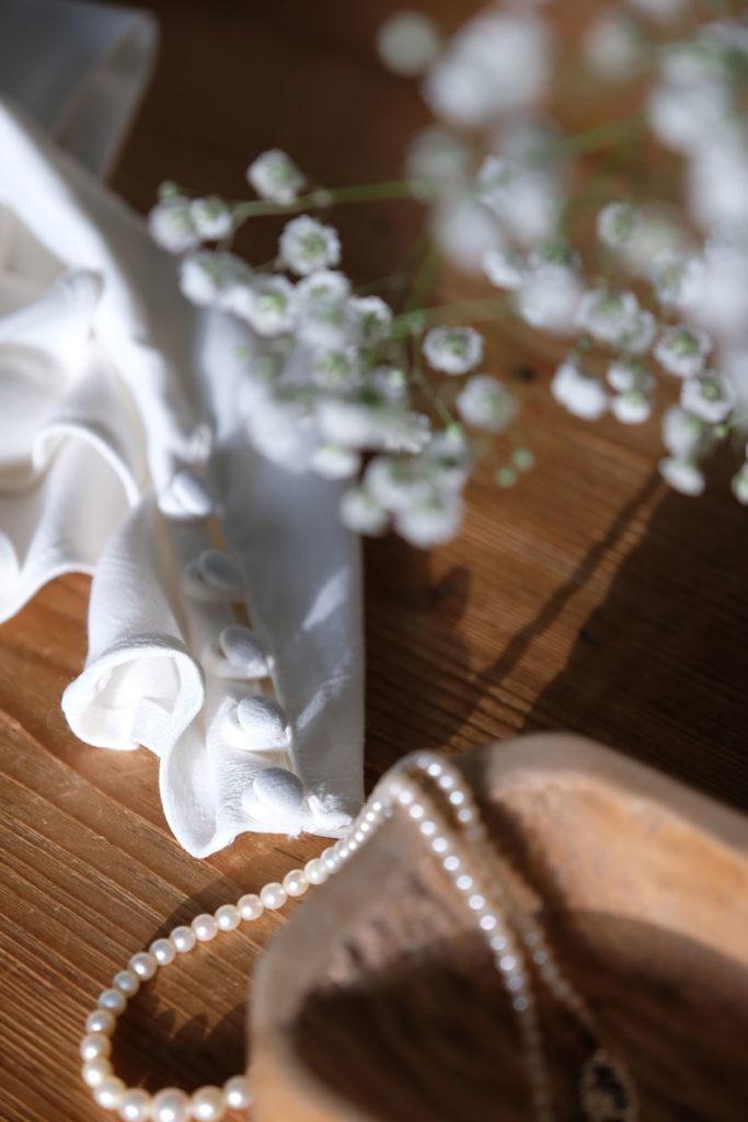 Weiß wie Schnee - Winterdekoration mit weißen Blumen