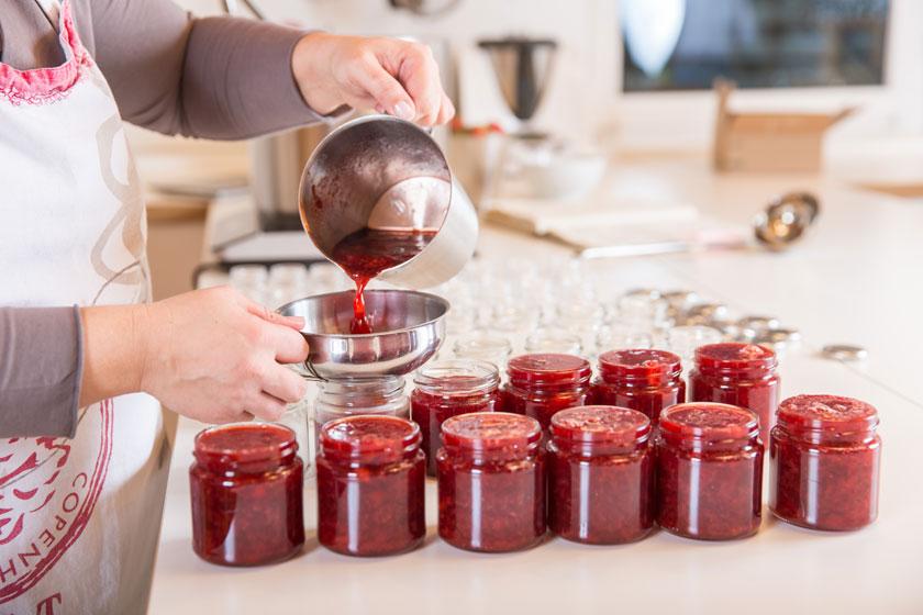 In der Marmóndo-Marmeladenmanufaktur werden Marmeladen in Handarbeit hergestellt.