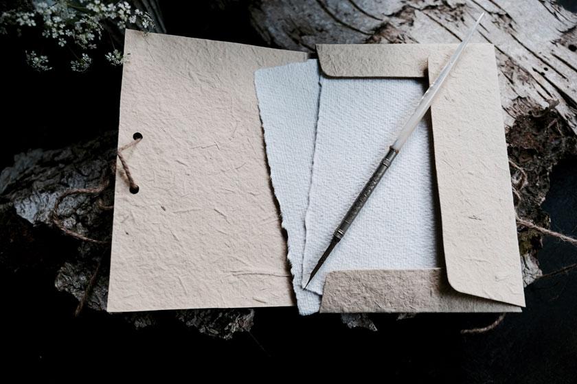 Poesier der Haptik: handgeschöpftes Papier
