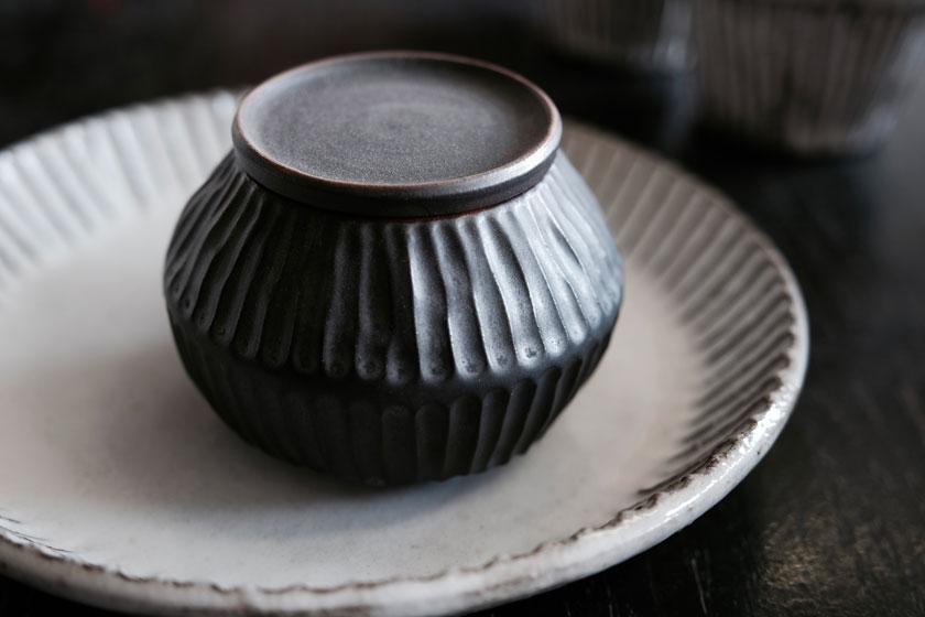 Poesie der Haptik: Keramik von Tina Kami
