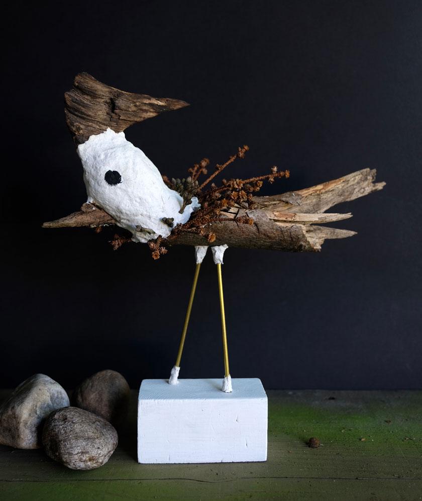 Großer Waldvogel-Skulptur aus Naturmaterial
