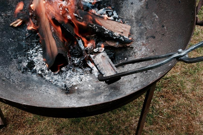 holzskulpturen aus dem Feuer. Ein DIY