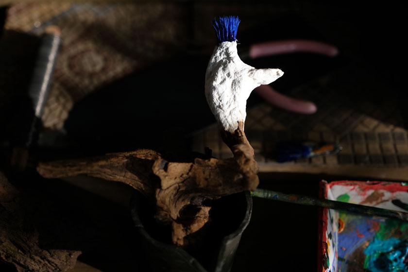 Ein Vogel aus einem Baumwurzelstock. DIY