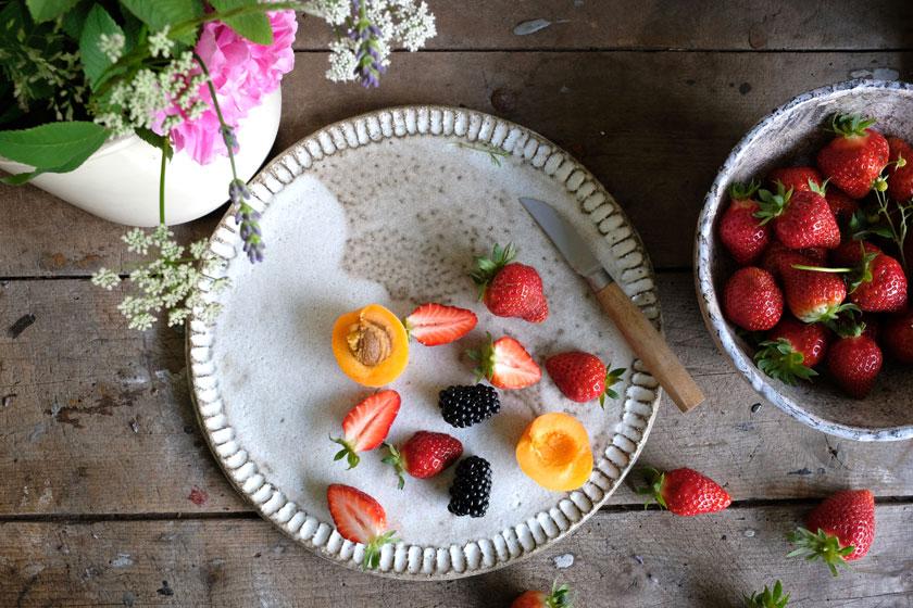 Windbeutel mit Thymian-Lavendel-Früchten und Ricotta-Sahne