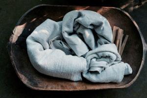 DIY: Antikes französisches Leinen bekommt ein Streifenkleid