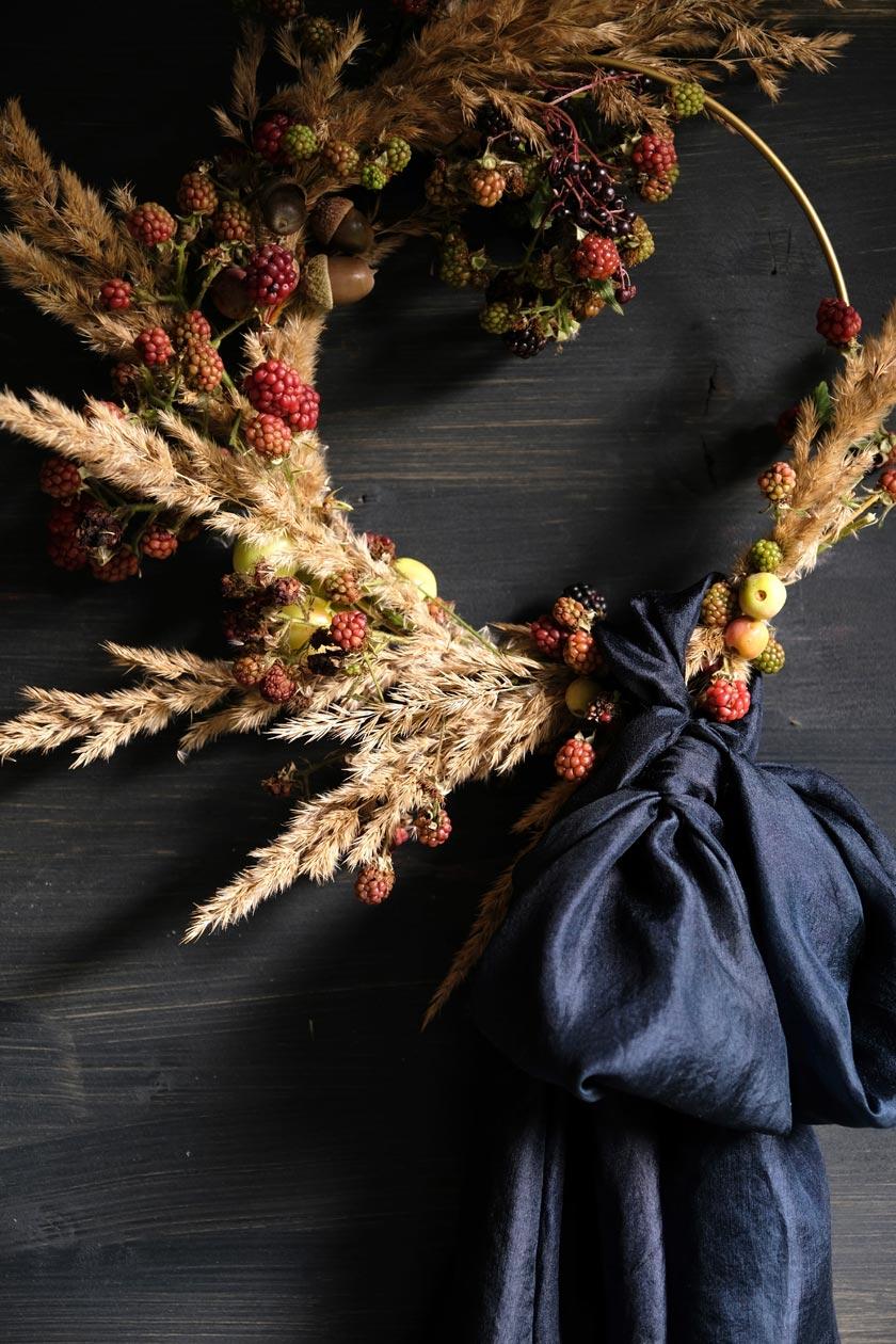 Blumenkränze mit Seidenschleifen – ein DIY