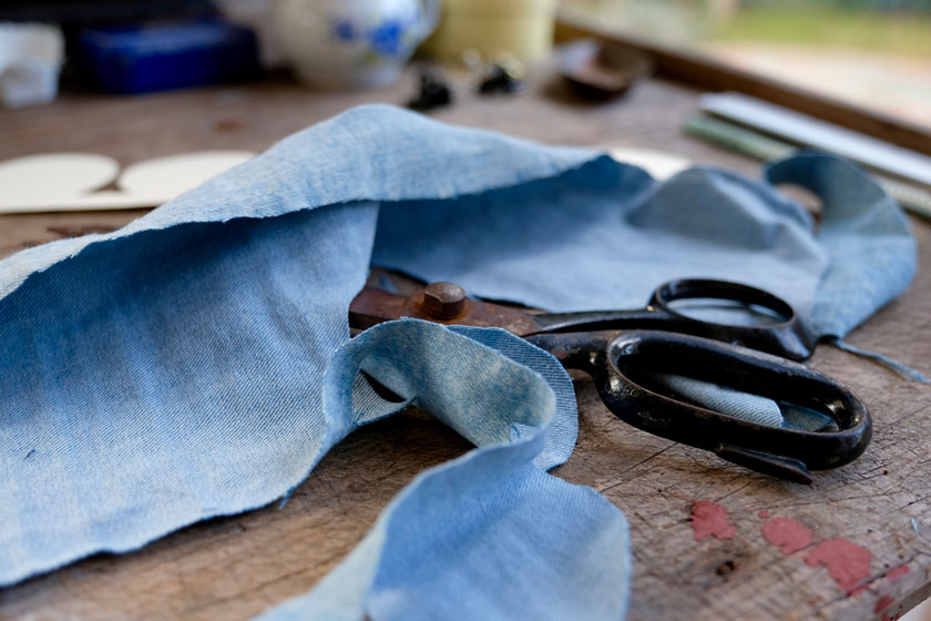 DIY: Blüten aus alten Jeans + Ledertaschen