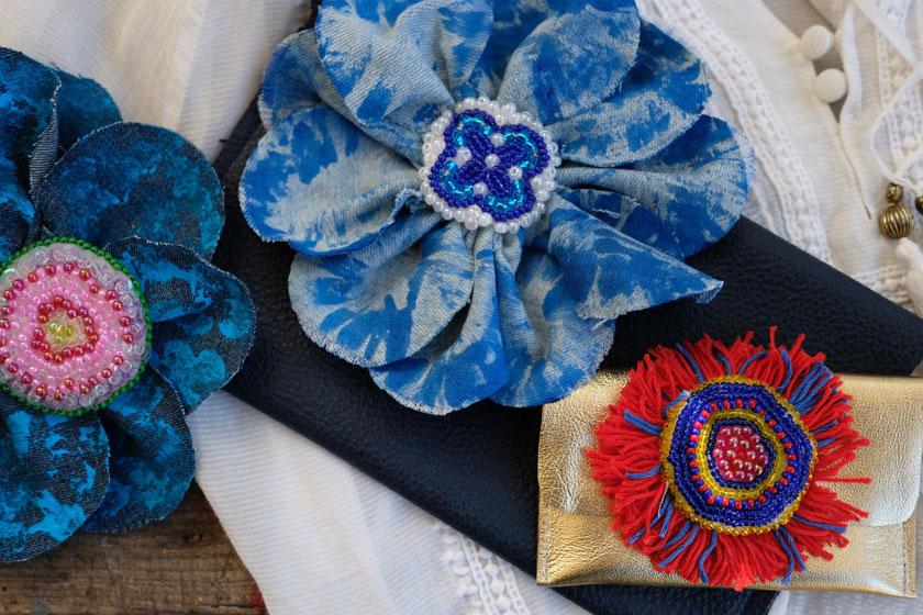 Taschen aus Leder nähen und mit bunten Perlblumen verzieren
