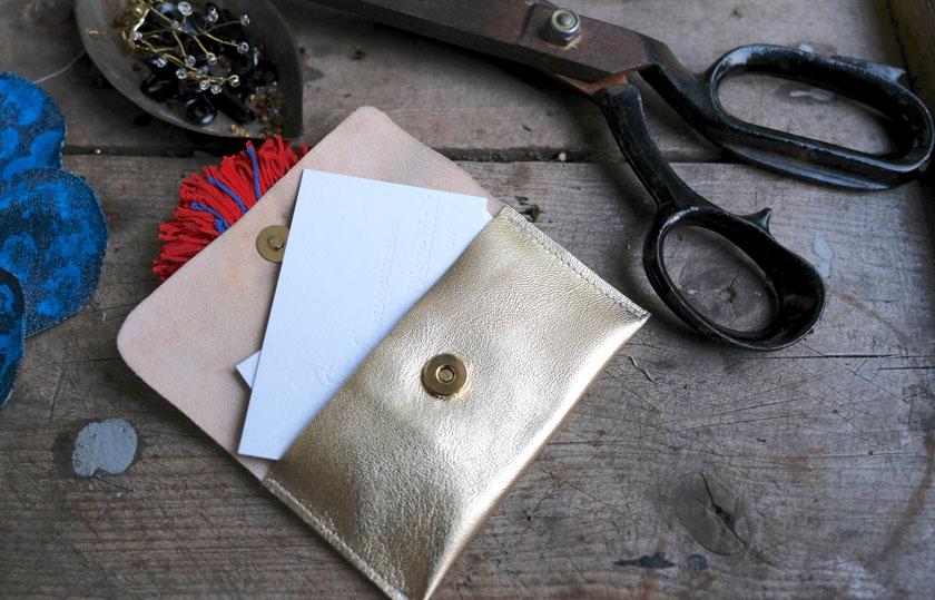 DIY:Aus Leder ganz einfach Taschen mit tollen Blüten nähen