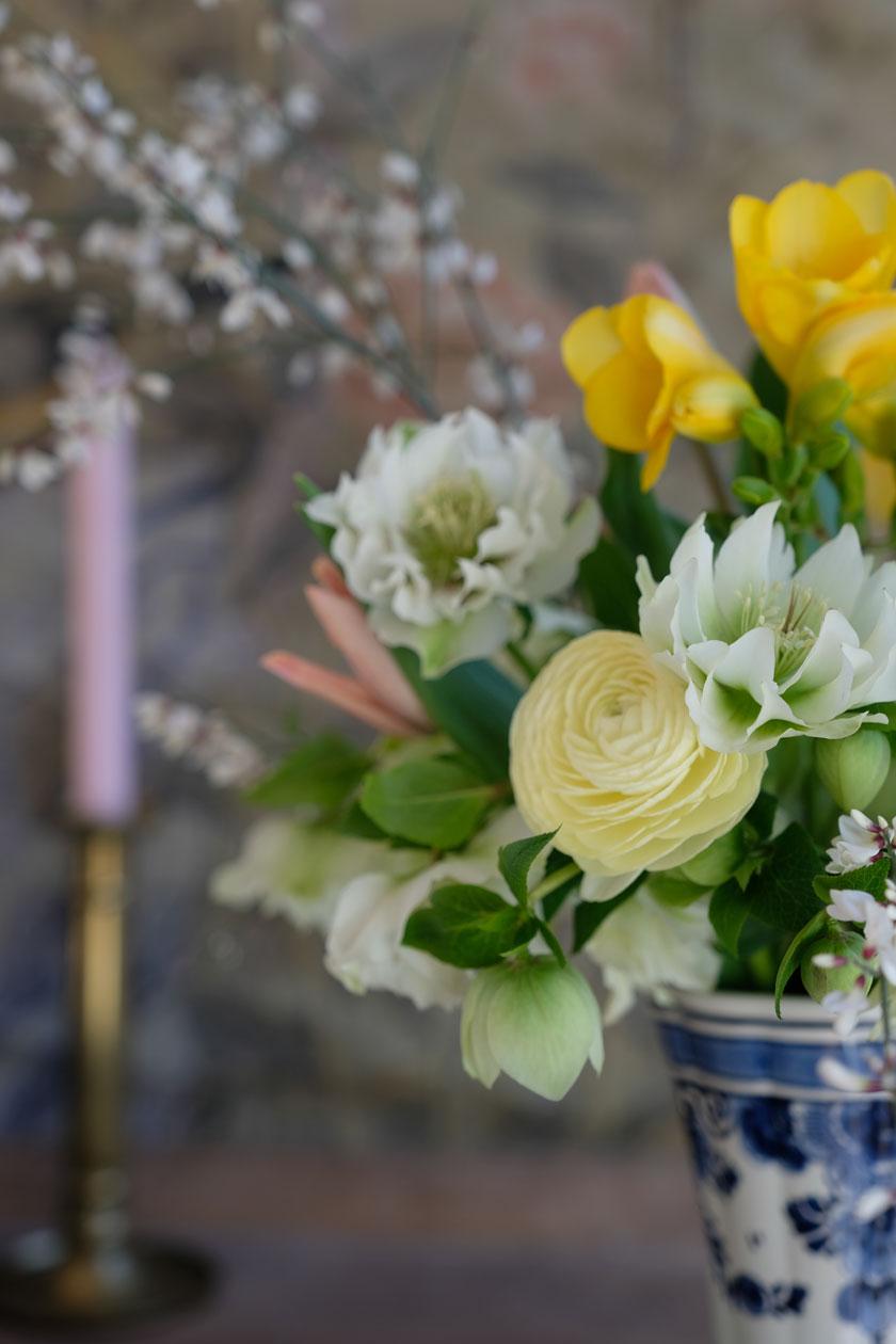 Rüblitorte mit kandierten Veilchen – ein Frühlingsrezept